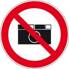 Das Verbotszeichen ist ein Sicherheitszeichen, das eine Handlung, wodurch Gefahr entstehen könnte, verbietet. Das Verbotszeichen ist immer kreisförmig und hat einen roten Rand mit einem roten Querbalken. Der Hintergrund ist Weiß, das Symbol ist schwarz un
