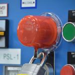 Dispositivos de bloqueo para botoneras e interruptores giratorios